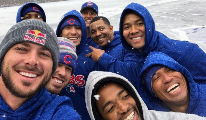 cubs-players-in-the-snow.jpg